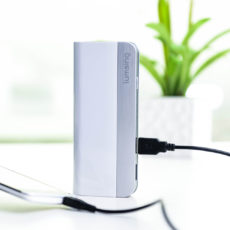 10月5日まで1,299円。Lumsing 10400mAh大容量モバイルバッテリー、5日間の限定セールを実施