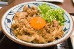 絡みあう肉と卵のハーモニー。丸亀製麺秋の新商品「牛すき釜玉」の満足感がハンパない