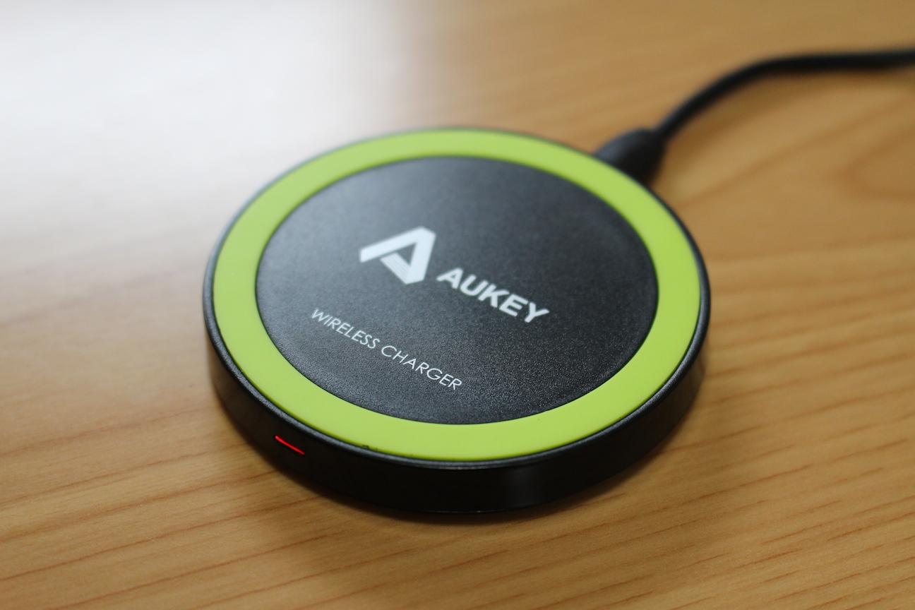 コースターサイズの置くだけ充電スポット『Aukey 超薄型Qiワイヤレス充電パッド LC-M1』レビュー
