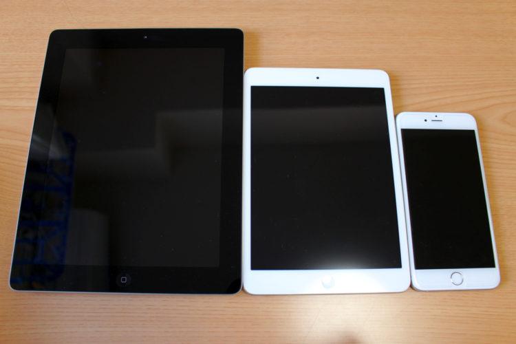 左:iPad(第三世代) 中央:iPad mini 2 右:iPhone 6 Plus