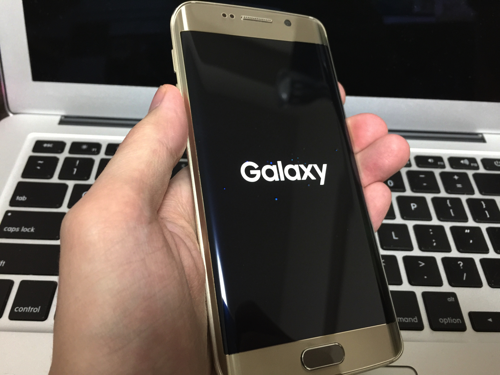 docomo版Galaxy S6 edge SC-04Gを1ヶ月間お借りします