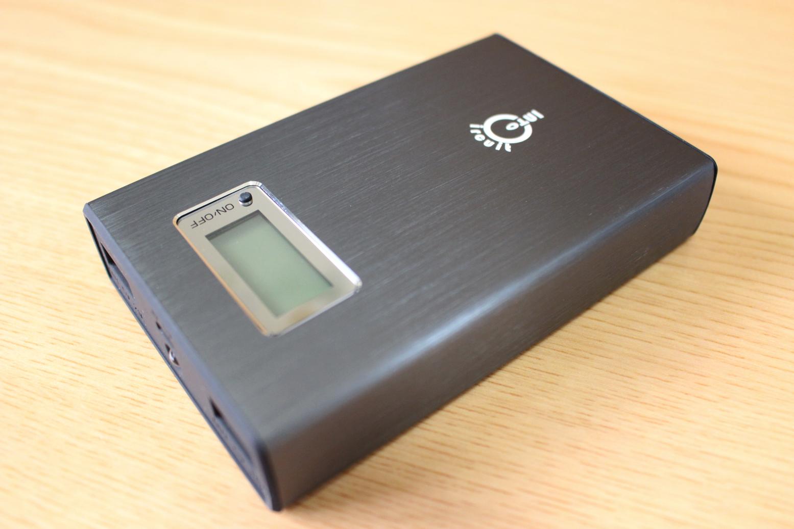 ヘアライン仕上げのアルミ合金ボディ。大容量モバイルバッテリー『Intocircuit Power Castle PC1200』レビュー