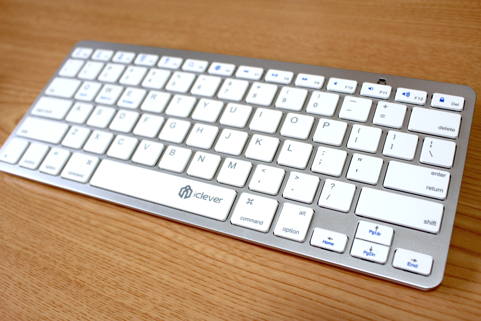 『iClever 3-in-1 ウルトラスリム・ミニBluetoothワイヤレスキーボード』レビュー