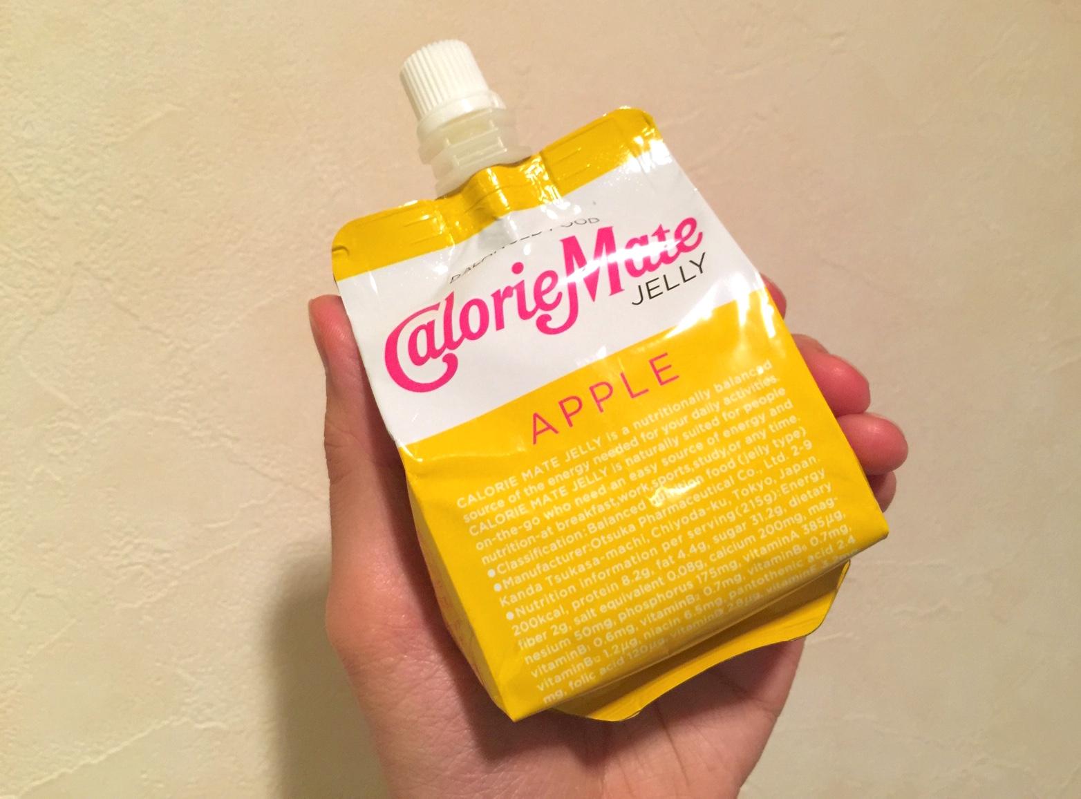 パッケージが一新されたカロリーメイトゼリーアップル味。ほどよい甘さで好き