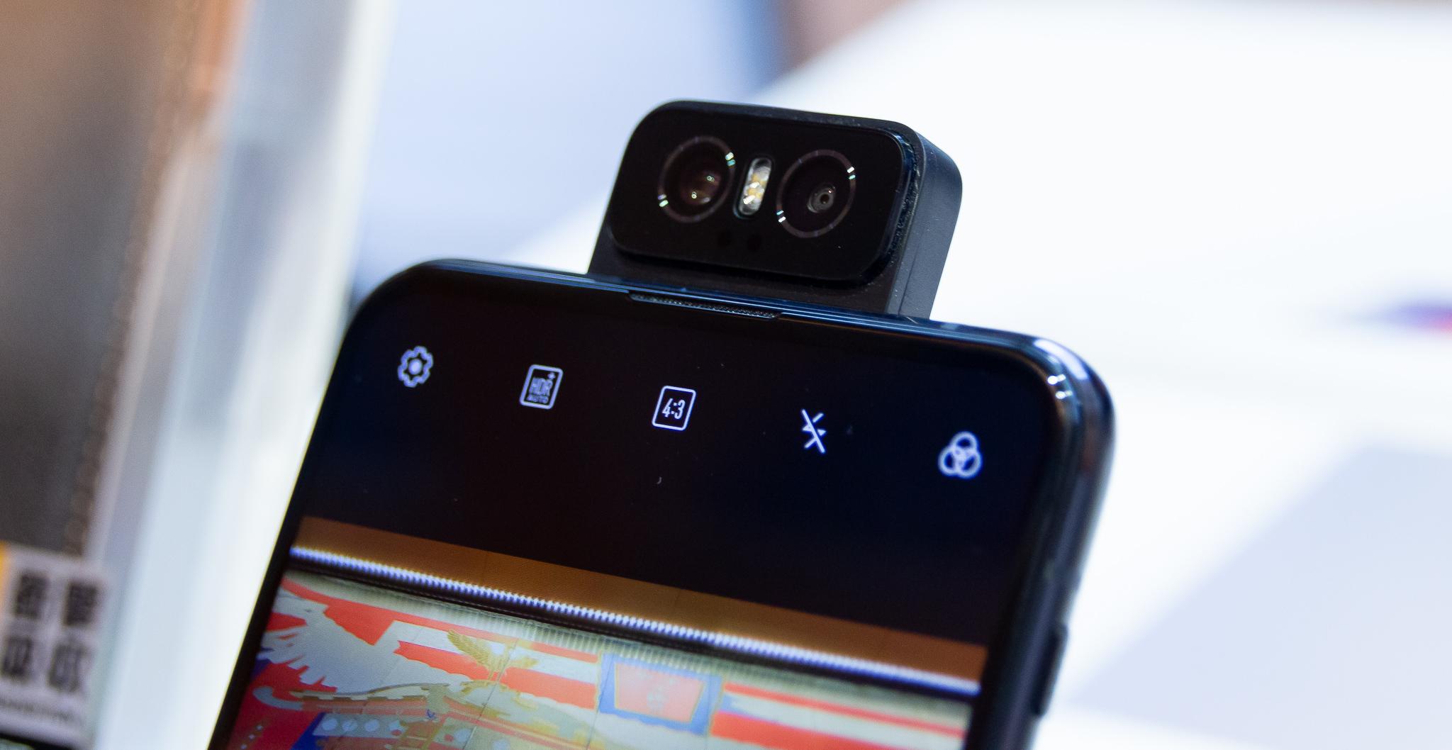 革新的なフリップカメラ搭載「ZenFone 6」タッチ&トライ